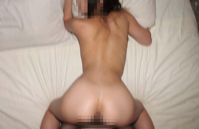 19歳のパイパンの子とセックス