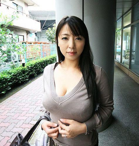 セクシー女優の村上涼子さん