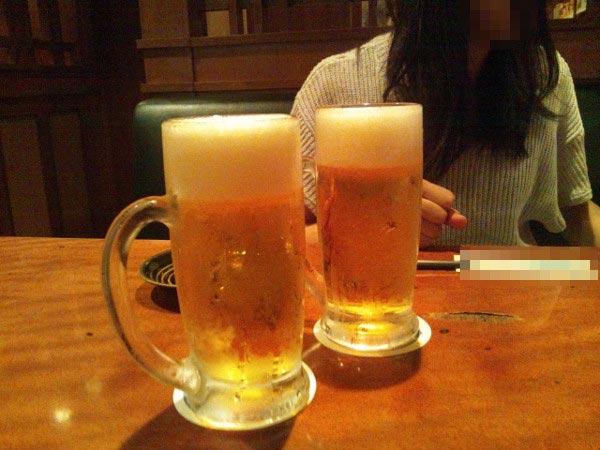 まゆゆ似の貧乳女性とビール
